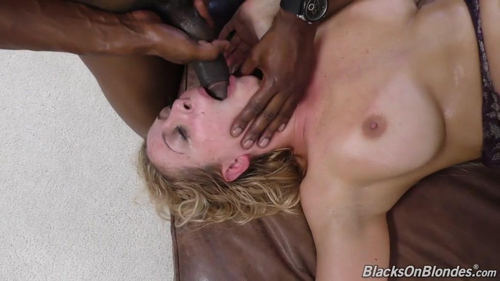 Женщина среди сексуально оголодавших мужиков